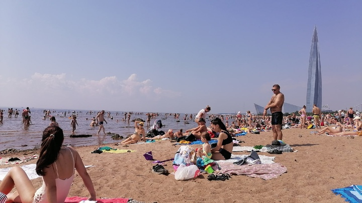 Чешется и отекает: Из-за жары и купаний у петербуржцев начался «зуд купальщика»