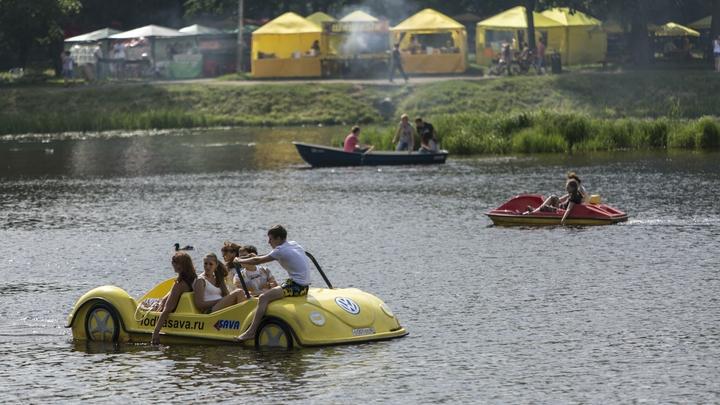 Двухлетний ребенок чуть не утонул в парке аттракционов Краснокаменска