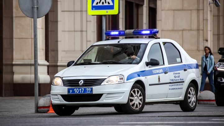 Труп женщины, примотанный проводом за шею к машине, обнаружили в петербургском парке