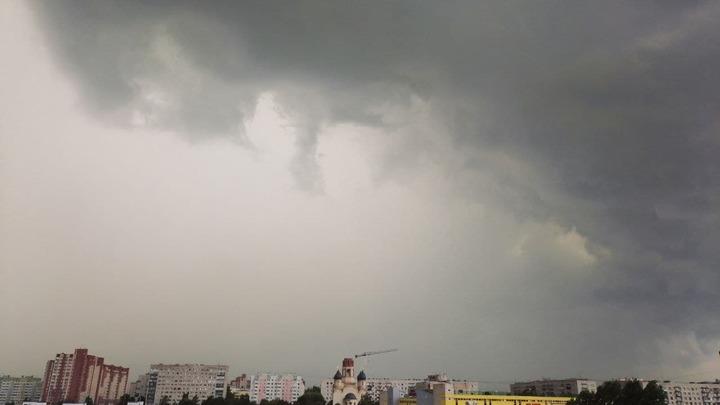 Ливни, град и ветер: МЧС выпустило штормовое предупреждение по Ленобласти