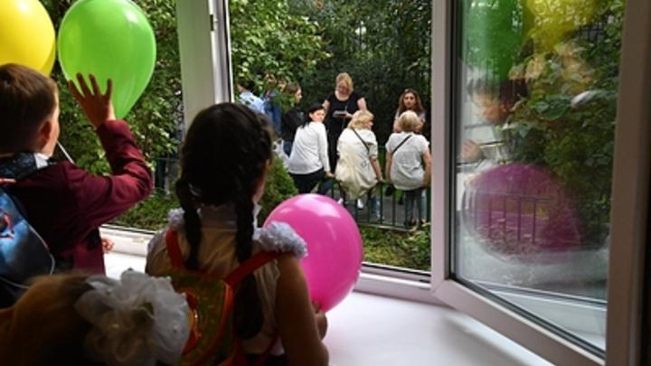 Камеры наблюдения и турникеты к началу учебного года установят во всех школах Минска