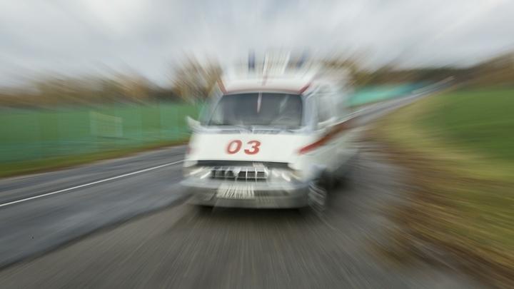 ДТП в Сочи: ВАЗ-2114 столкнулся с легковушкой, а потом сбил пешехода