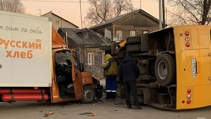 В Районе станции Новки-1 опять ЧП: перевернулся школьный автобус