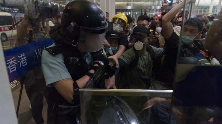 Лохи для массовки, тиран испугался и рука США. Кто стоит за протестами в Гонконге