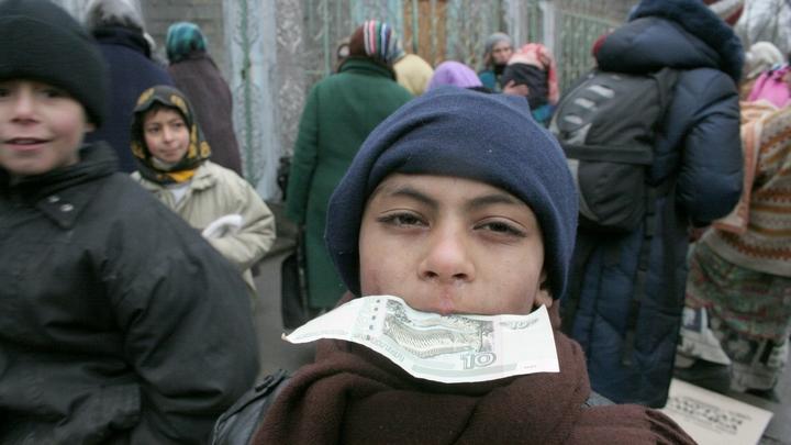 Наглость - второе счастье: Цыгане штурмуют ПФР, требуя путинских выплат