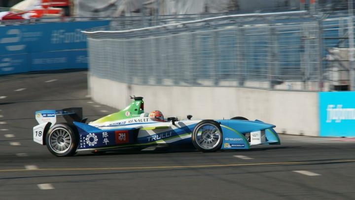 Мик Шумахер выиграл первую гонку российского этапа «Формулы-2» в Сочи