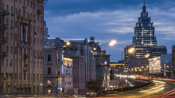 Москва встала в гигантских пробках из-за намека на зиму