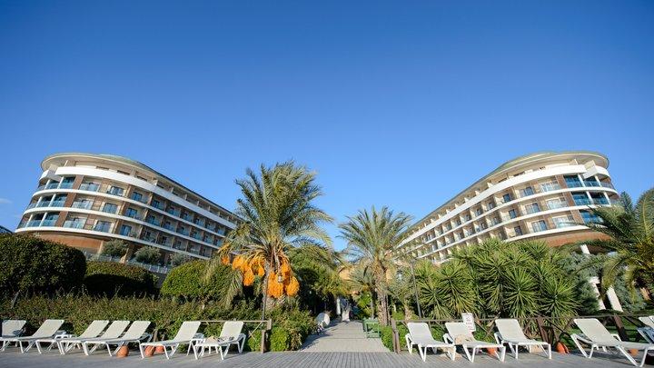 70 туристов из России оказались среди выселенных постояльцев элитного отеля в Турции