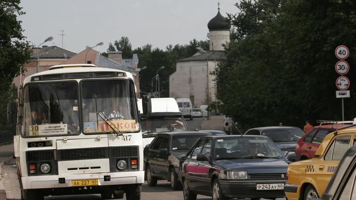 Только в объезд: На трассе М-5 Урал образовалась многокилометровая пробка из-за перекрывших дорогу жителей Чемодановки
