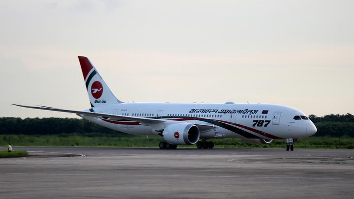 Самолет развалился на три части: В аэропорту Мьянмы произошла катастрофа - фото