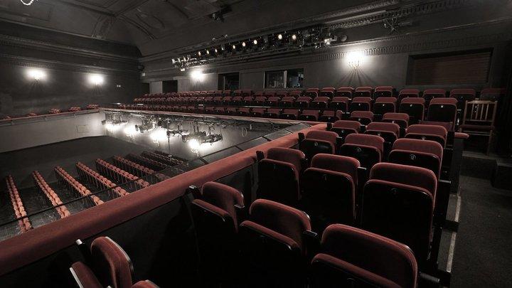 МДТ – Театр Европы запретил вход детям до 16 лет