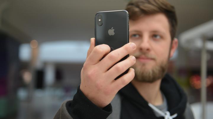 В Роскачестве узнали, какие смартфоны способны выйти сухими из воды