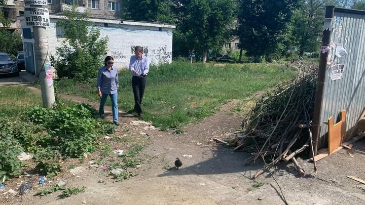 В челябинских дворах высадят цветы и уберут мусор