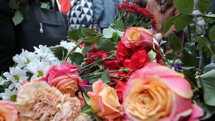 В Новосибирске похоронили погибшую в ДТП с Собчак девушку