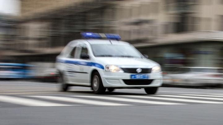 Рядом с больницей Новокузнецка нашли 3-летнюю девочку без родителей