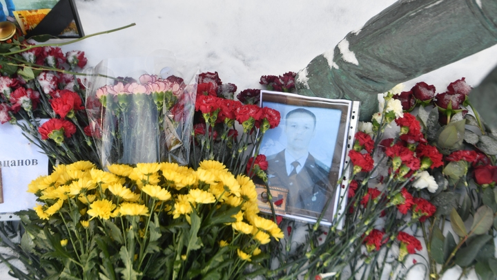 Владимир Путин 23 февраля вручит звезду Героя близким майора Романа Филипова