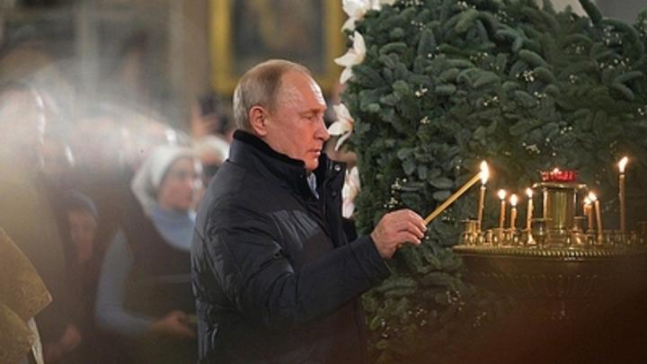 Путин и Медведев встретят Рождество на богослужении в храме