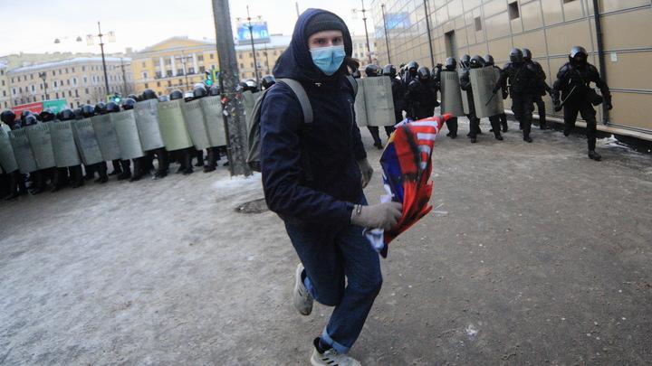 В Кремле паника. Как Джеки Чан, человек на Майбахе и собака вершили в России революцию