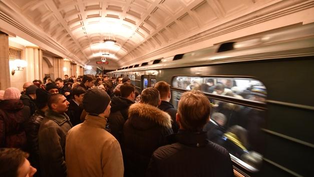 Фотографировать можно, коляски нельзя: Минтранс готовит изменения в правила пользования метро
