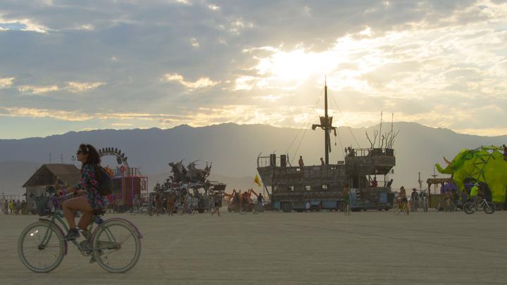 Он не сгорел, а просто ушел: Скончался основатель фестиваля Burning Man