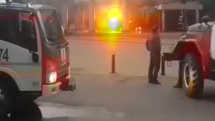 В МЧС назвали причину эвакуации 900 человек в школе Петергофа