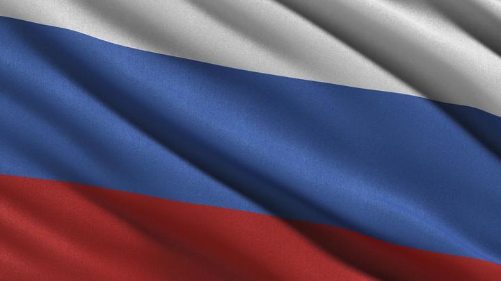 Чтобы не мелькала Москва: Русской красавице пышке запретили нести русский флаг в Киеве. Украинцы пошли на хитрость