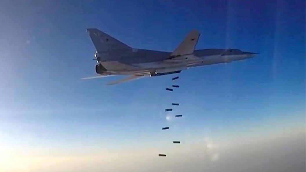 Российские Ту-22М3 уничтожили склады вооружения Исламского государства под Аль-Маядином