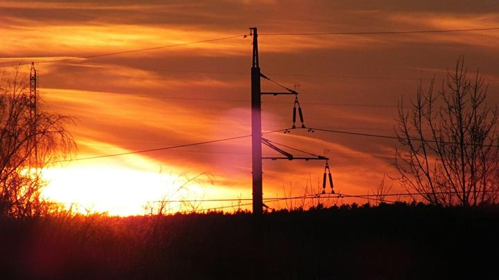 Более 50 тысяч человек остались без света из-за непогоды в Свердловской области