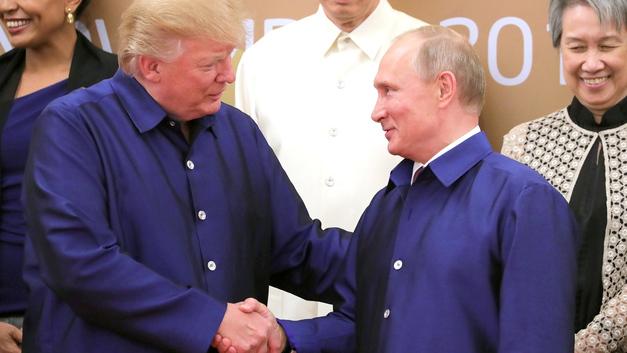 Путин и Трамп поговорили по пути к месту фотографирования в ходе АТЭС