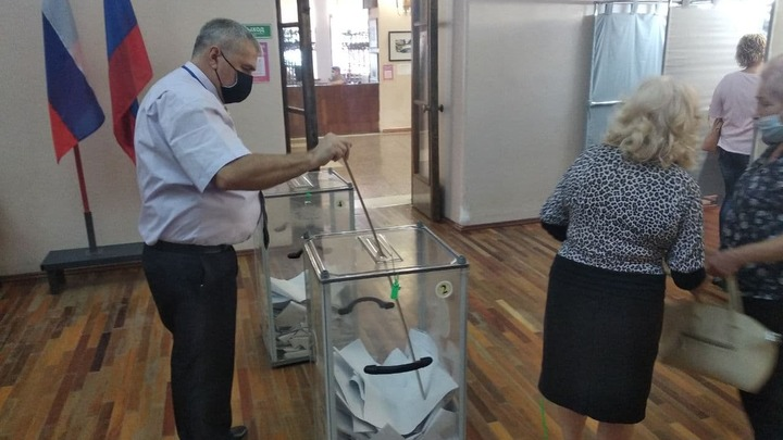 Выборы в Госдуму: явка в Бендерах была такой высокой, что бюллетени в урнах пришлось утрамбовывать