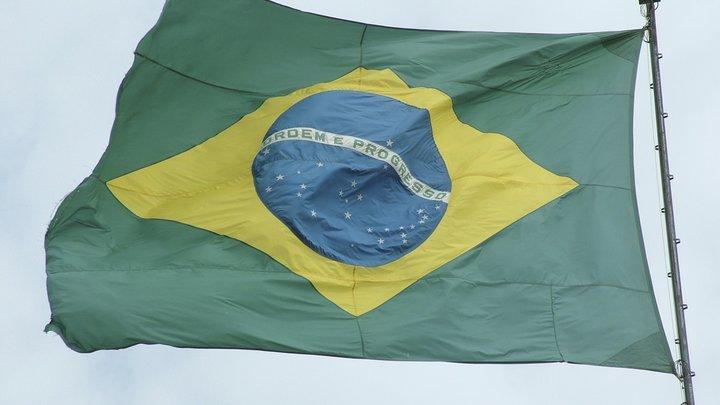 «Ударил из толпы»: В Бразилии с ножом напали на кандидата в президенты - видео