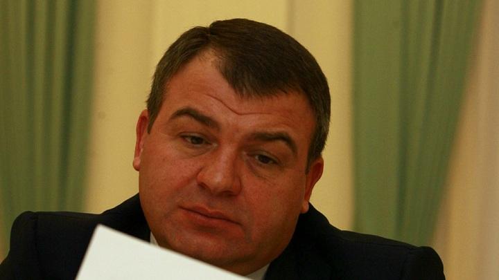 Вместо лечения - распилил деньги на стройке: Экономист о приказе Сердюкова выгнать генерала из госпиталя