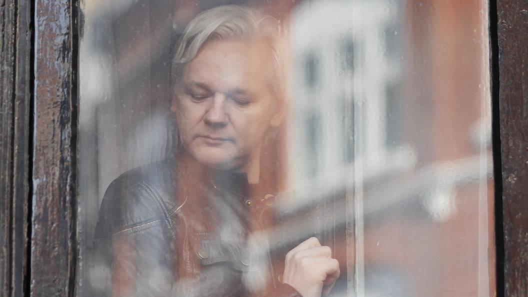 WikiLeaks: ЦРУ шпионит заамериканцами через веб-камеры компьютеров и телефонов