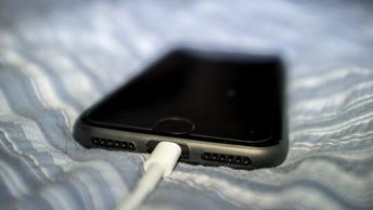 Пяти владельцам медленных iPhone отказали в возмездии над Apple