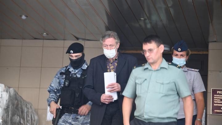 Вынужден защищаться: Друг Ефремова не выдержал и высказался о слухах вокруг ДТП