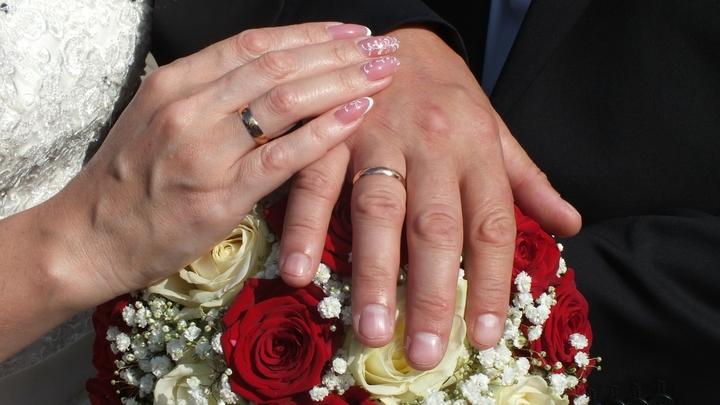 Свадьба превратилась в источник заражения: Слегли почти все участники торжества