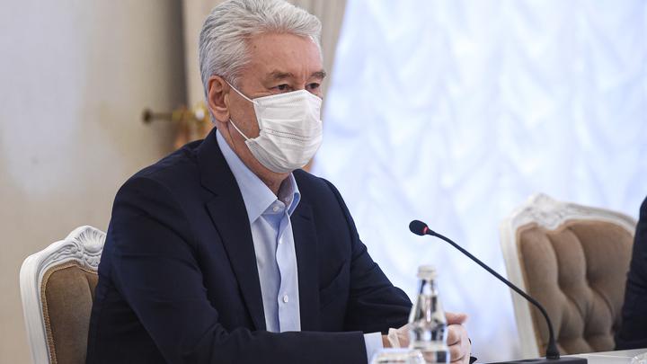 Перчатки на улице не нужны, но... Собянин пообещал москвичам ещё недельку-другую ограничений