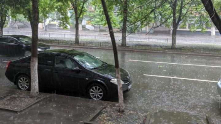 В Ростовской области 1-3 сентября объявили штормовое предупреждение из-за ливней