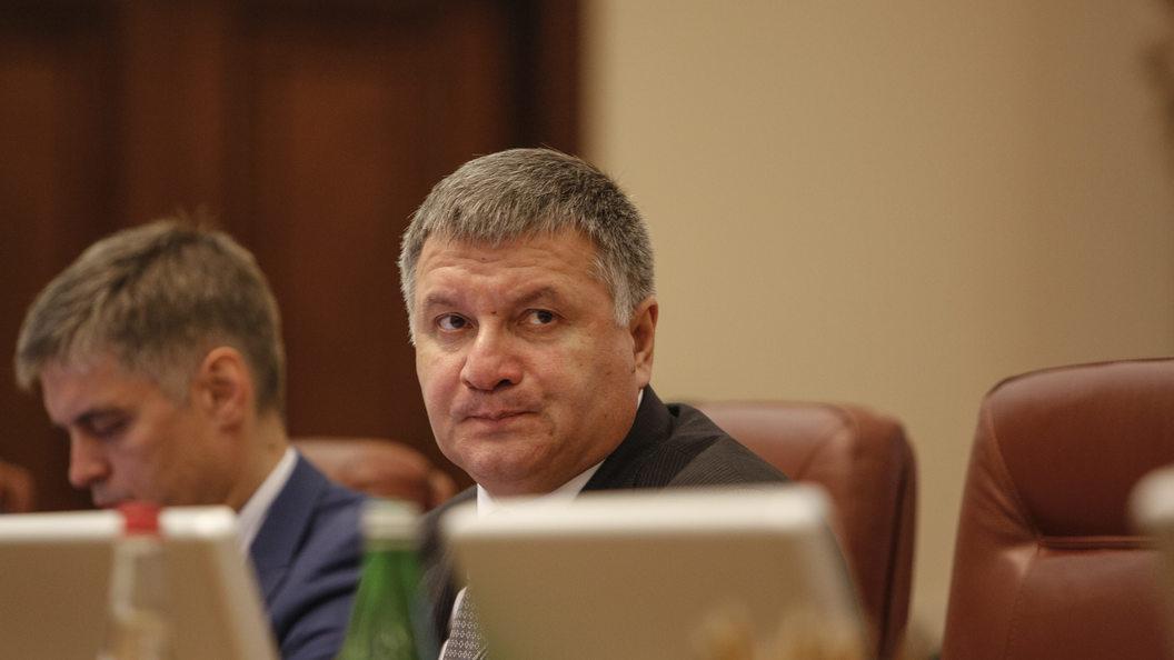 Аваков объявил, что втянутых вполитические игры правоохранителей отстранят