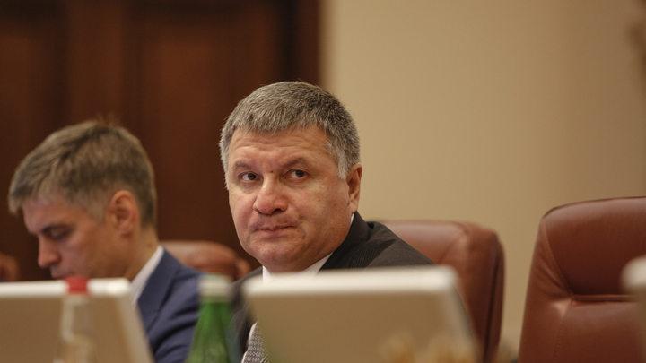 Глава МВД Украины зашил рты украинским силовикам
