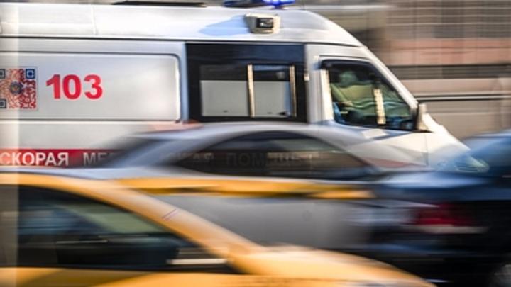 Маршрутка в Томске влетела в столб и опрокинулась на бок: Треть пассажиров пострадали