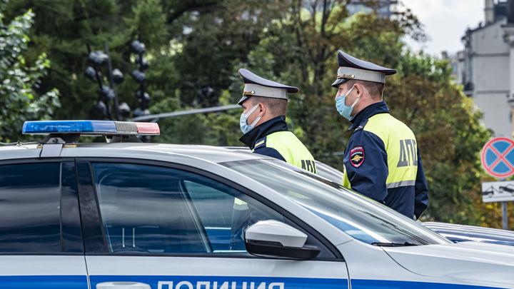 Гонщик на БМВ сбил двух девушек в центре Петербурга