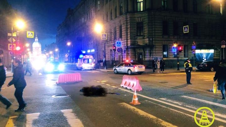 В Петербурге насмерть сбили бабушку, которая заканчивала переход дороги на красный цвет светофора