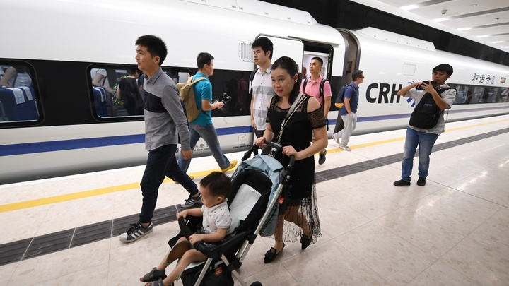 Новая дорога связала Гонконг с материковым Китаем