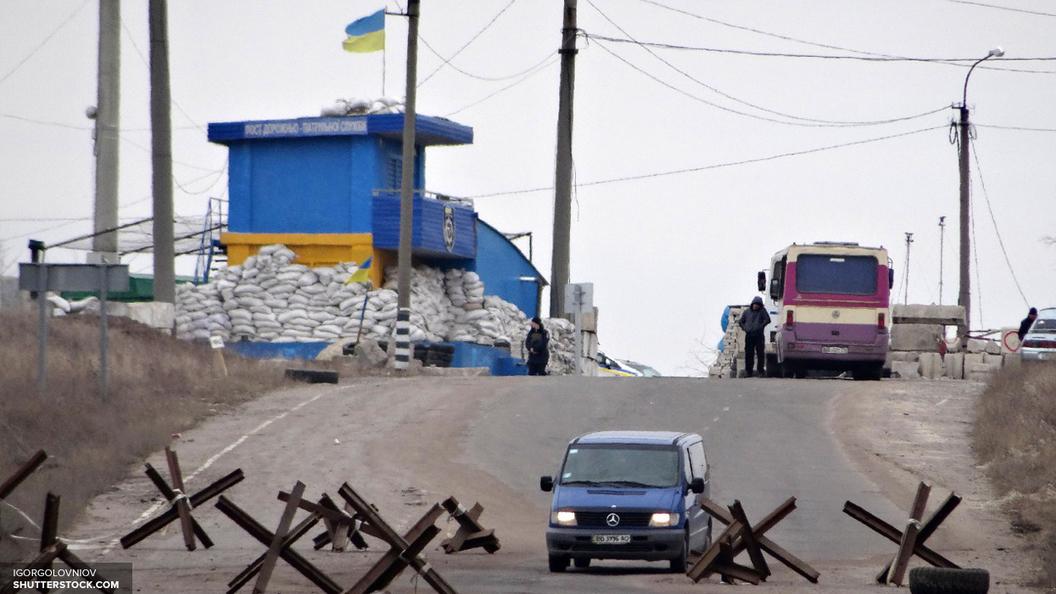 Лагерь организаторов блокады Донбасса штурмуют неизвестные БТР