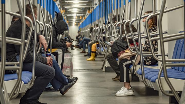 СК проводит проверку после смерти молодого петербуржца, который упал на рельсы в метро