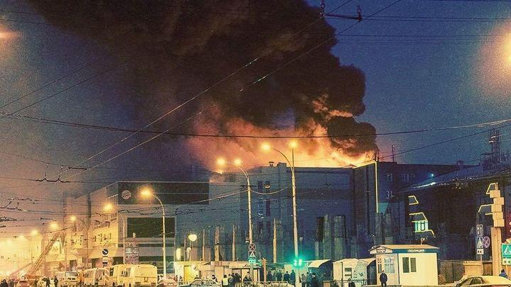Дым наступает: Опубликовано видео эвакуации посетителей из кинозалов ТЦ Зимняя вишня