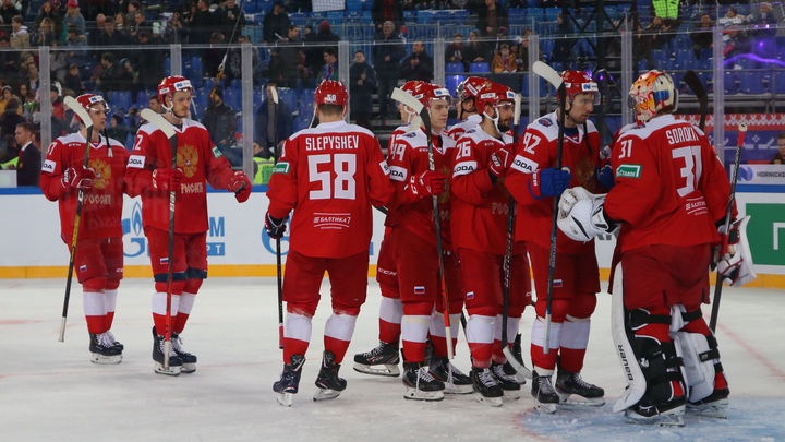 Гляделки с русскими не задались: американского хоккеиста травят свои же за попытку наказать Россию