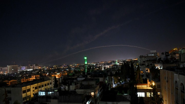 ВСети появилось видео ракетной атаки встолице Сирии