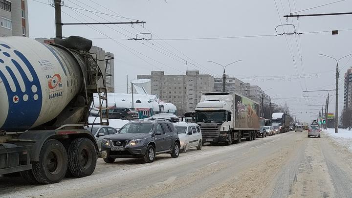 Дороги Владимира за восемь часов так и не очистили от снега